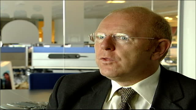 parents will not return unless ordered; location unknown: int john mccann interview sot - amazed at some of the things that have been printed - fall madeleine mccann stock-videos und b-roll-filmmaterial
