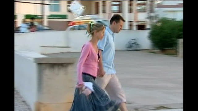 portugese police investigation; lib praia da luz: ext kate and gerry mccann along police searching including mounted police in undergrowth and... - マデリン・マクカーン点の映像素材/bロール