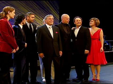 vídeos de stock, filmes e b-roll de madeleine peyroux marc anthony george clooney tony bennett paul newman bruce willis billy crystal and kelly clarkson at the singers and songs... - billy crystal