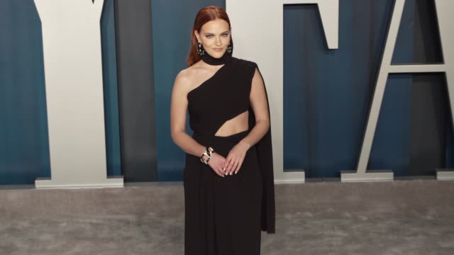madeline brewer at vanity fair oscar party at wallis annenberg center for the performing arts on february 09 2020 in beverly hills california - vanity fair oscarparty stock-videos und b-roll-filmmaterial