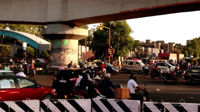 madhuban chowk traffic, new delhi - traffic light stock videos & royalty-free footage