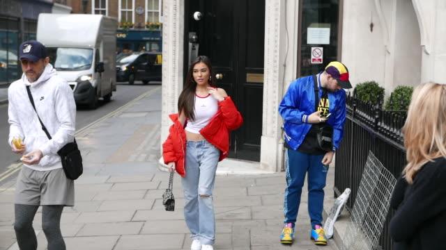 stockvideo's en b-roll-footage met madison beer seen leaving kiss fm uk at celebrity sightings in london on march 28, 2019 in london, england. - beroemdheden gespot