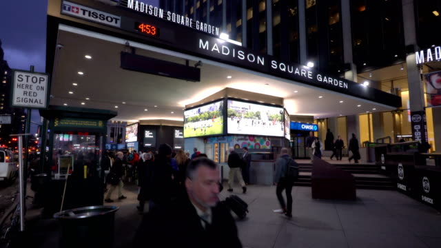 vídeos de stock e filmes b-roll de madison square garden and penn station - madison square garden