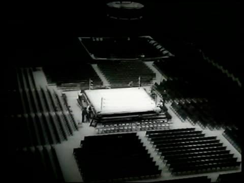 vídeos de stock e filmes b-roll de madison square garden arena set up for boxing event. - madison square garden