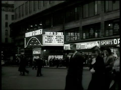 vídeos y material grabado en eventos de stock de madison square garden w/ lighted marquee people walking fg msg lighted marquee - símbolo de arroba