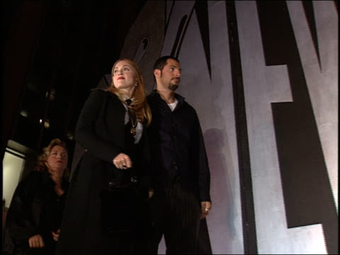 madonna and guy oseary on the 1997 mtv mtv video music awardss red carpet. - cantante video stock e b–roll
