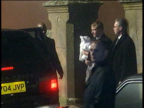 madonna and guy ritchie carrying rocco get into car outside dornoch cathedral after christening madonna smiles and waves; 21 dec 00 - マドンナ点の映像素材/bロール