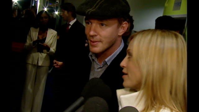 madonna and guy ritchie divorce; tx england: london: kensington: madonna speaking to press alongside guy ritchie as arrive for 'mean machine' film... - celebrities video stock e b–roll