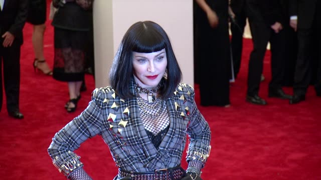 vídeos de stock, filmes e b-roll de madonna at punk chaos to couture costume institute gala at metropolitan museum of art on may 06 2013 in new york new york - 2013