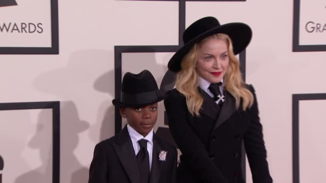 vidéos et rushes de madonna at the 56th annual grammy awards arrivals at staples center on in los angeles california - grammy awards