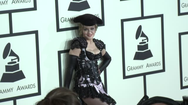 vídeos de stock, filmes e b-roll de madonna at the 57th annual grammy awards red carpet at staples center on february 08 2015 in los angeles california - prêmios grammy