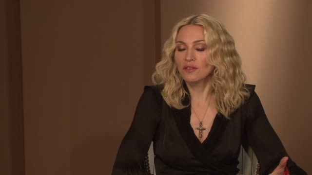 vidéos et rushes de madonna on lazy journalism and on the idea that press coverage has to include sensationalism at the interview at the majestic hotel/salon royan ii... - interview format raw