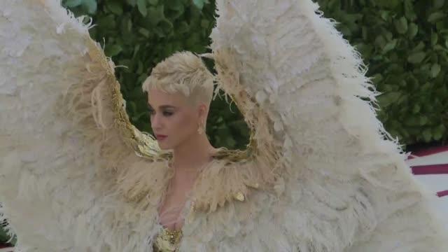 Madonna Rihanna y Katy Perry despertaron el lunes gritos de admiracion en la celebre gala del Museo Metropolitano que reune cada ano a la flor y nata...