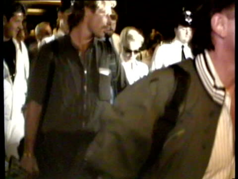 madonna walking through heathrow airport with entourage and security, fans and paparazzi surround her. madonna arrives at heathrow airpor on august... - マドンナ点の映像素材/bロール