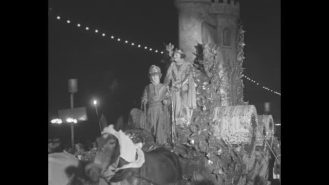 madri gras in new orleans / night floats with people in masks and costumes and people with flares / crowd watches / several couples watch from a... - gras stock videos and b-roll footage