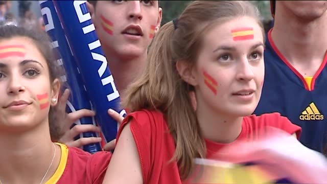 """madrid, 19 jun .- .- fans in madrid of the spanish national football team gathered in the city center to watch """"la roja"""" advance to the euro2012... - quarterfinal round stock videos & royalty-free footage"""