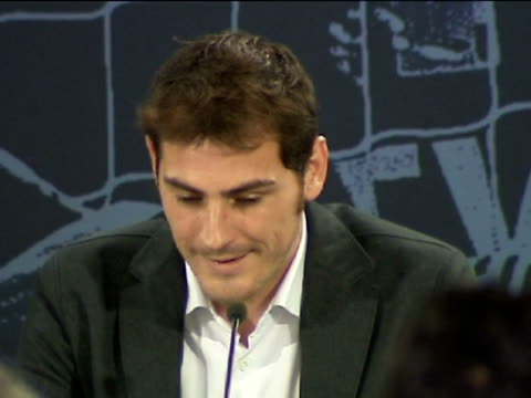 madrid 2 dec an emotional iker casillas presented his biography 'la humidad del campeon' which looks back at his career with club and country at the... - biographie stock-videos und b-roll-filmmaterial