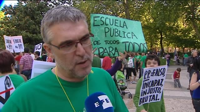 madrid 22 may teachers students and parents marched in cities across spain to protest against government budget cuts in education protests against... - ユーロ圏債務危機点の映像素材/bロール