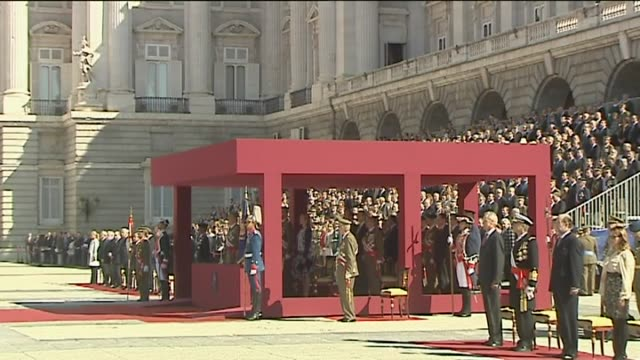 madrid, oct. 2 .- spanish king juan carlos presides over the imposition of the collective laureate cross of saint ferdinand awarded to the... - 連隊点の映像素材/bロール