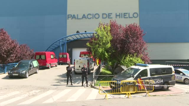 madrid's large ice rink, the palacio de hielo, has been converted into a morgue where the bodies of victims of the novel coronavirus recovered from... - hielo stock-videos und b-roll-filmmaterial