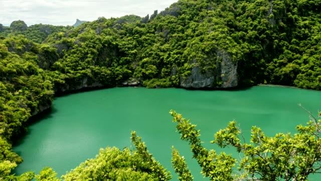mae koh island lagoon, angthong islands, koh samui, suratthani, thailand - insel ko samui stock-videos und b-roll-filmmaterial