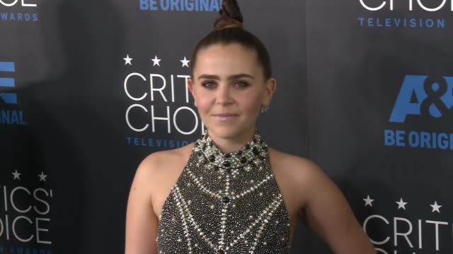 mae whitman at the 2015 critics' choice television awards at the beverly hilton hotel on may 31, 2015 in beverly hills, california. - 放送テレビ批評家協会賞点の映像素材/bロール