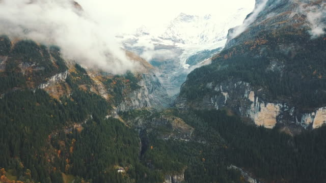 stockvideo's en b-roll-footage met maettenberg mountain in grindelwald - sneeuwkap