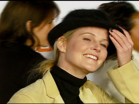 vídeos de stock e filmes b-roll de maeve quinlan at the us premiere of concept car tiguan presented by volkswagen at raleigh studios in hollywood california on november 28 2006 - maeve quinlan
