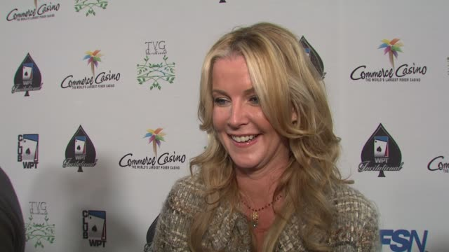 vídeos de stock e filmes b-roll de maeve quinlan on being a part of the night her strategy and how she prepared for the big night at the 7th annual world poker tour invitational at los... - maeve quinlan