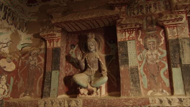 vídeos y material grabado en eventos de stock de magao caves south district the 275th cave buddha statue and murals - cross legged