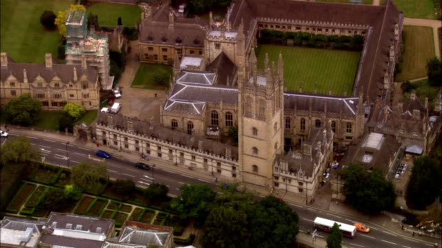 aerial, magdalen college, oxford, england - oxford england stock-videos und b-roll-filmmaterial