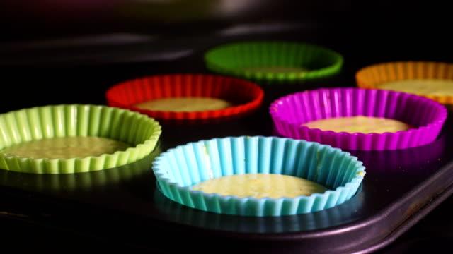 Magdeleines gebacken im Zeitraffer-video