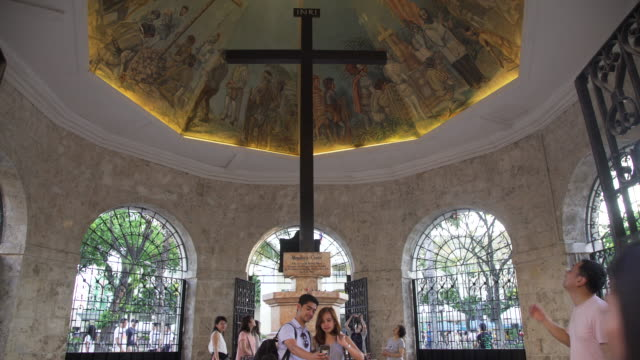 magellan cross at cebu, philippines - monumente stock-videos und b-roll-filmmaterial