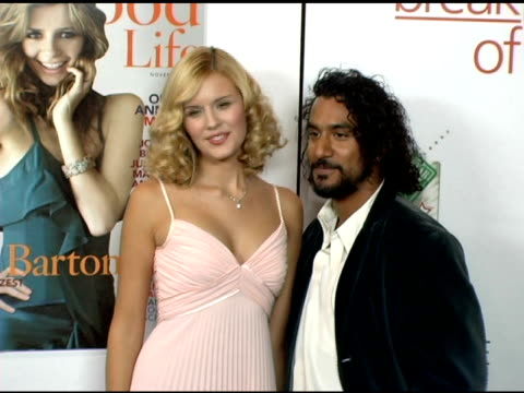 vidéos et rushes de maggie grace and naveen andrews kissing at the hollywood life magazine's breakthrough of the year awards at the henry fonda theatre in hollywood,... - henry fonda theatre