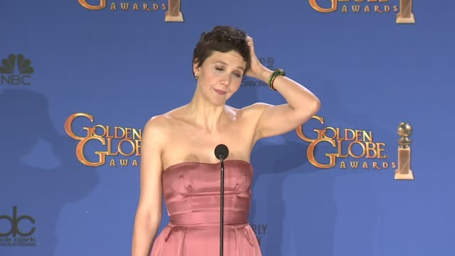 vidéos et rushes de maggie gyllenhaal at 72nd annual golden globe awards - press room at the beverly hilton hotel on january 11, 2015 in beverly hills, california. - the beverly hilton hotel