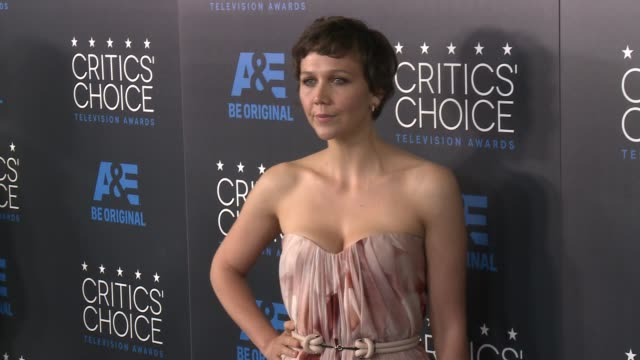 maggie gyllenhaal at the 2015 critics' choice television awards at the beverly hilton hotel on may 31, 2015 in beverly hills, california. - 放送テレビ批評家協会賞点の映像素材/bロール