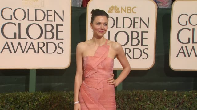 maggie gyllenhaal at the 67th annual golden globe awards arrivals part 4 at beverly hills ca - ゴールデングローブ賞点の映像素材/bロール