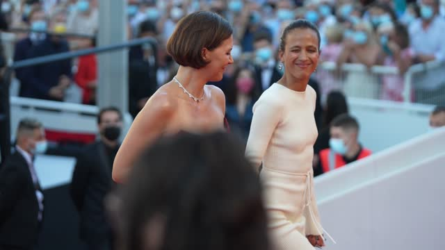 """vídeos de stock, filmes e b-roll de maggie gyllenhaal, mati diop attends the """"benedetta"""" screening during the 74th annual cannes film festival on july 9, 2021 in cannes, france. - cannes"""