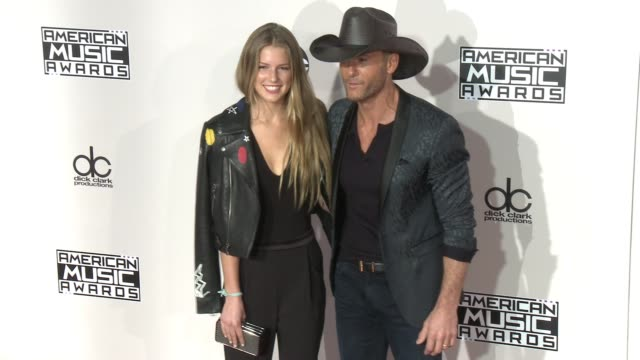 maggie mcgraw and tim mcgraw at 2016 american music awards at microsoft theater on november 20 2016 in los angeles california - tim mcgraw stock videos and b-roll footage