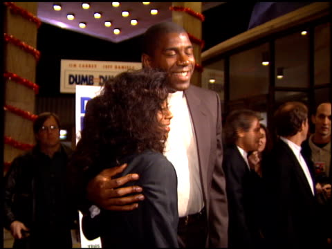 magic johnson at the 'dumb and dumber' premiere at the cinerama dome at arclight cinemas in hollywood california on december 6 1994 - arclight cinemas hollywood stock-videos und b-roll-filmmaterial