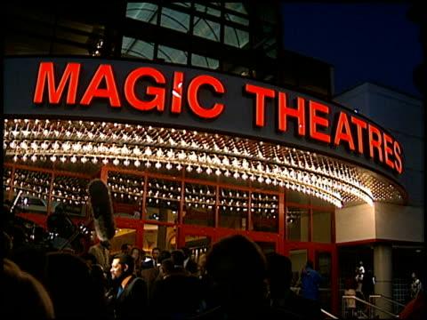 magic johnson at the 'hoodlum' premiere at magic johnson theaters on august 25, 1997. - マジック・ジョンソン点の映像素材/bロール