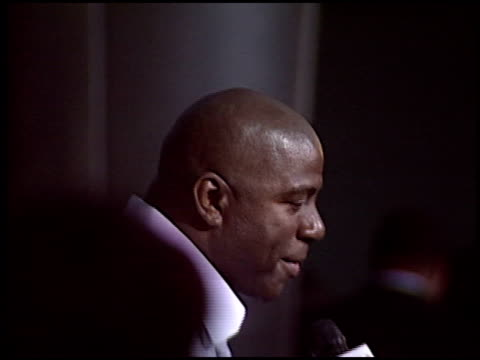 magic johnson at the 'king's ransom' premiere at the cinerama dome at arclight cinemas in hollywood california on april 21 2005 - magic johnson stock-videos und b-roll-filmmaterial