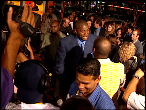 magic johnson at the 'rush hour' premiere at grauman's chinese theatre in hollywood california on september 9 1998 - magic johnson stock-videos und b-roll-filmmaterial
