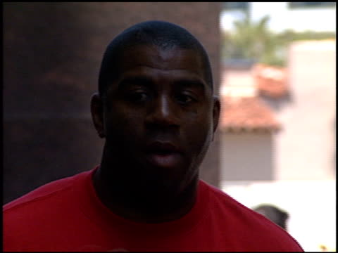 magic johnson at the 'star wars the phantom menace' premiere on may 16 1999 - magic johnson stock videos and b-roll footage