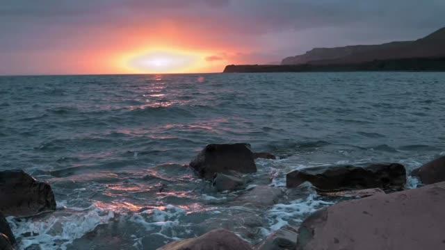 magic sunset at kimmeridge bay, dorset, uk - horizon stock videos & royalty-free footage