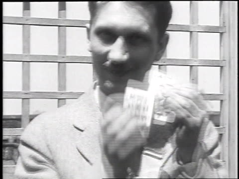 1930 cu magician performing card tricks on june 4, 1930 / chicago, illinois - zauberer darstellender künstler stock-videos und b-roll-filmmaterial