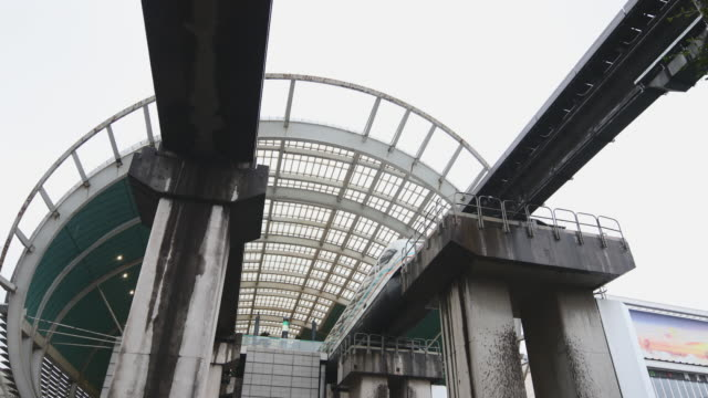 maglev departing station low-angle view - schanghai stock-videos und b-roll-filmmaterial