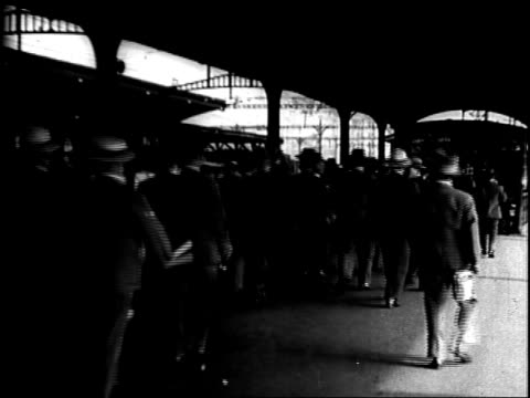 vidéos et rushes de us magnate publisher william randolph hearst speaking against black backdrop shaking fist and clapping hands / japanese men dressed in western styled... - 1934