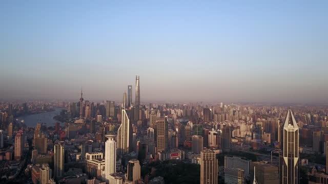stockvideo's en b-roll-footage met magnificent sunset glow over shanghai city - watervorm
