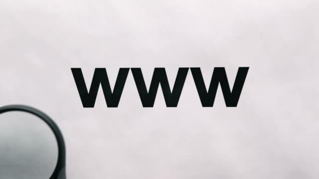 lupe auf www text - www stock-videos und b-roll-filmmaterial